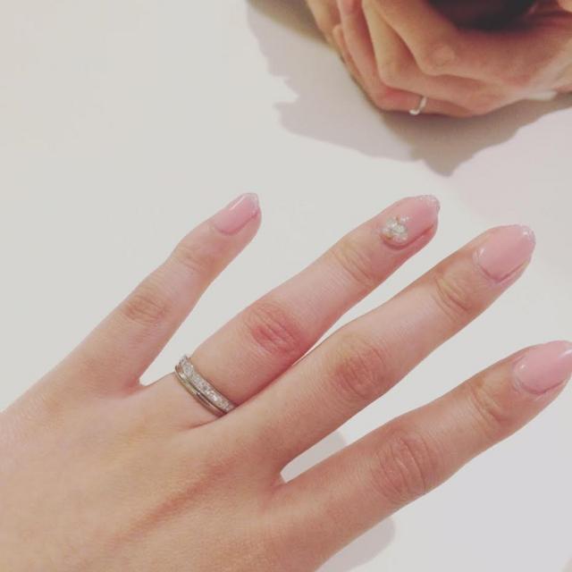 上が婚約指輪で下が結婚指輪です。