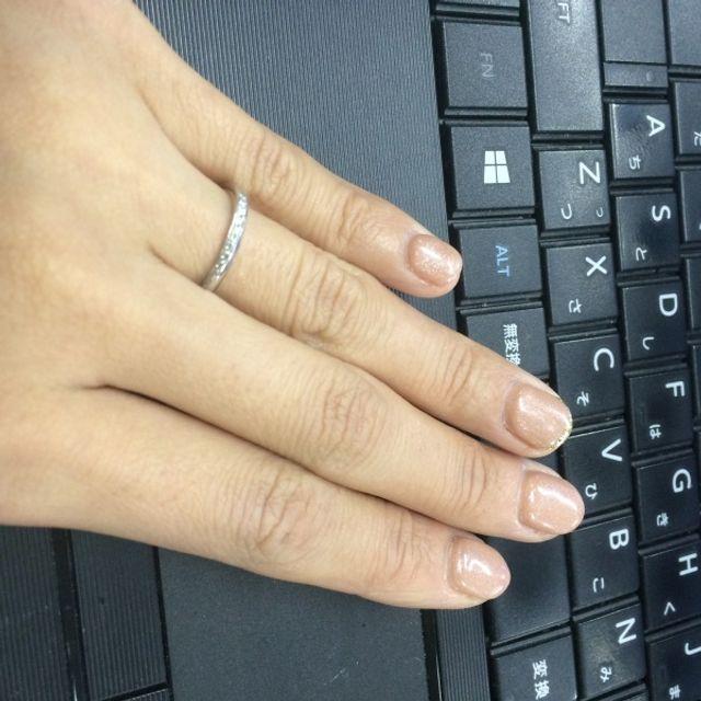 細いけれどダイヤがぎっちり並んでいてキラキラします。