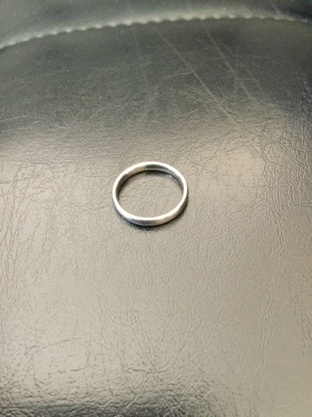 金属アレルギーのため、チタン製の指輪を選びました。