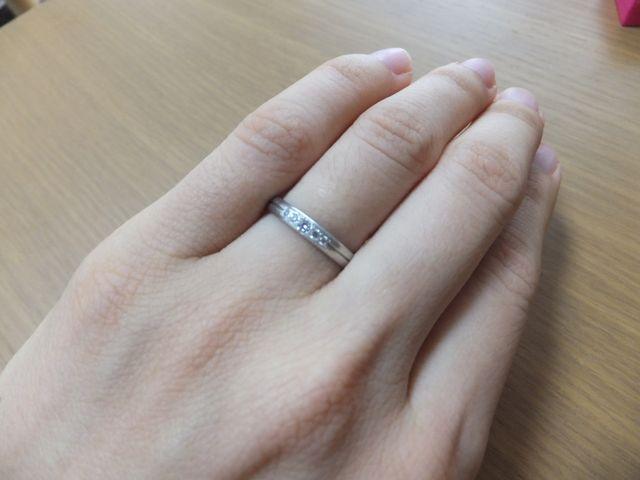 細い指にも合う丸みのデザイン
