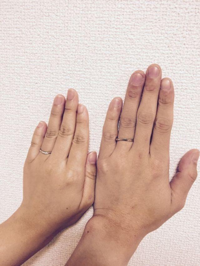 結婚指輪です。左が妻で、右が私になります。