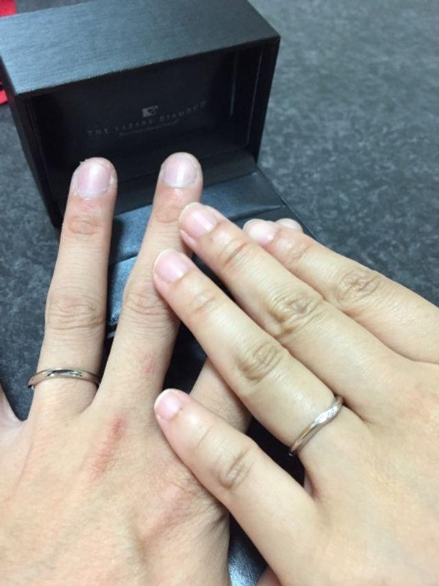 結婚指輪です。右が妻で、左が私になります。