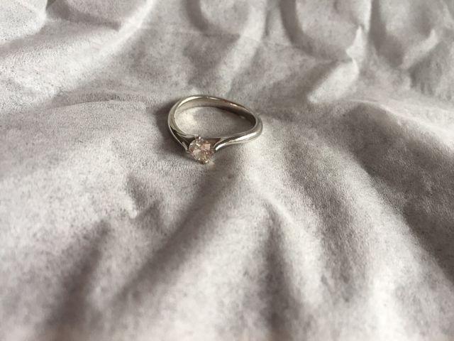 婚約指輪 緩やかなライン