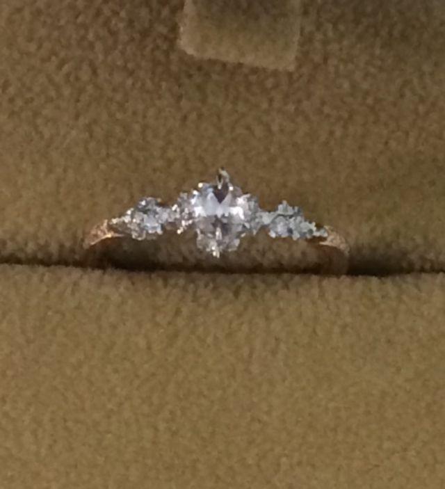 ダイヤがローズカットでレトロな可愛らしさがあります。