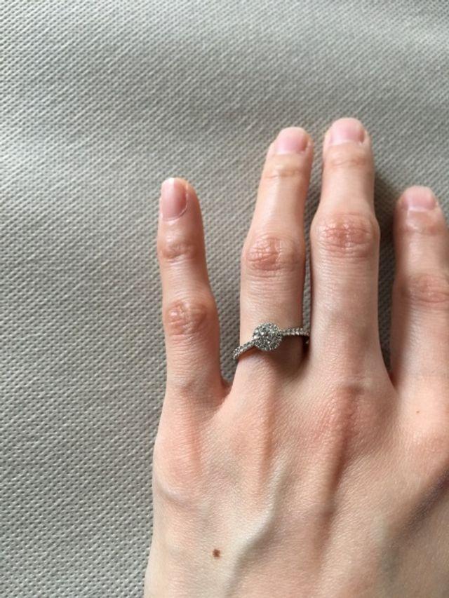 指輪をはめた状態です