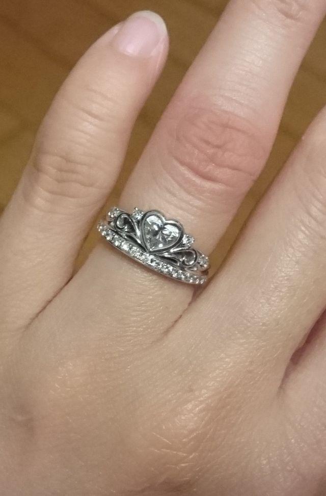 結婚指輪との重ね付けもできるのが嬉しい