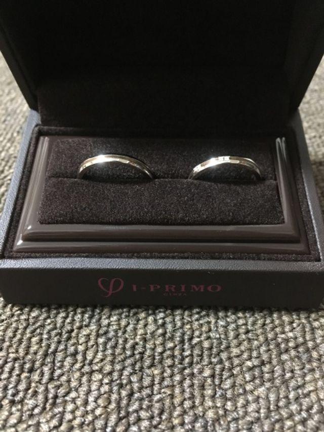 左が主人、右が私の結婚指輪です。