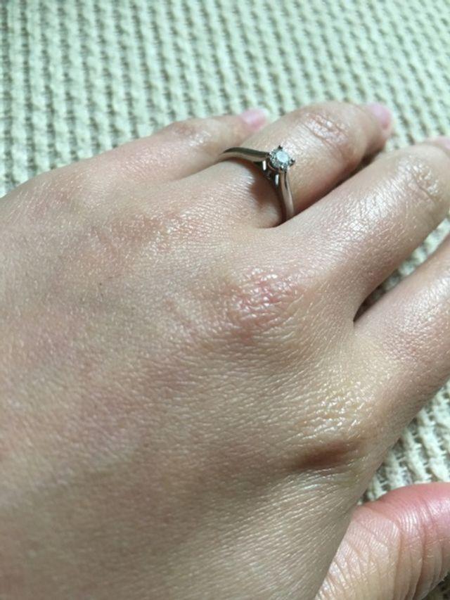 大ぶりすぎない手が綺麗に見えます