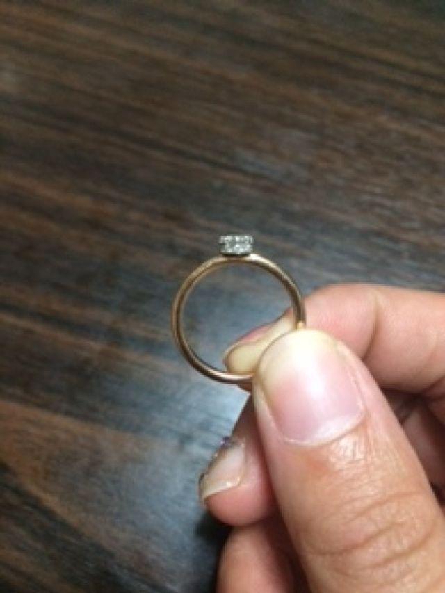ダイヤの部分は横から見ると王冠になっています!
