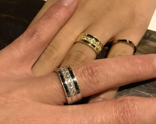 太めの指輪は存在感があって装着感も抜群。