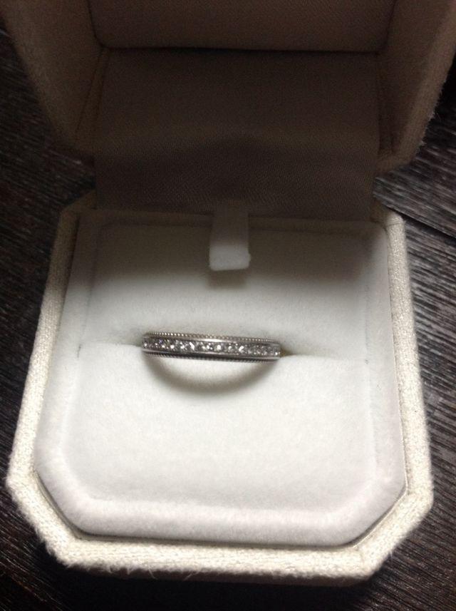 結婚指輪をケースに入れた状態