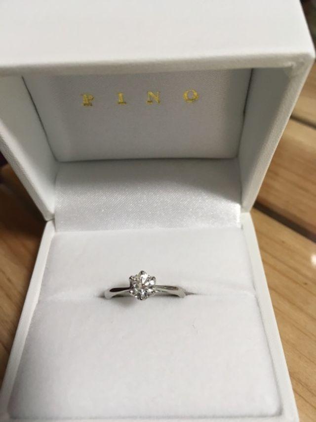 指輪は白い箱に入っていました
