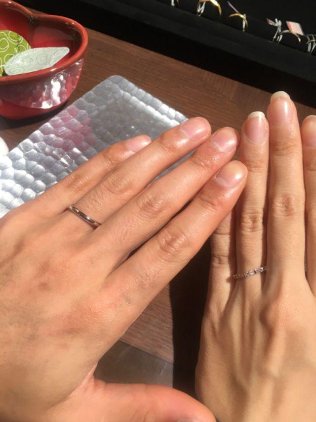 四角いダイヤが珍しいしとても華やかです