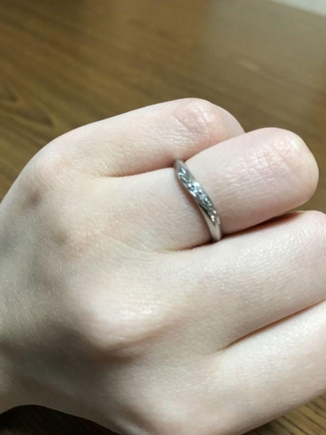 デザインも素敵ですが指輪のフィット感がとてもお気に入りです。