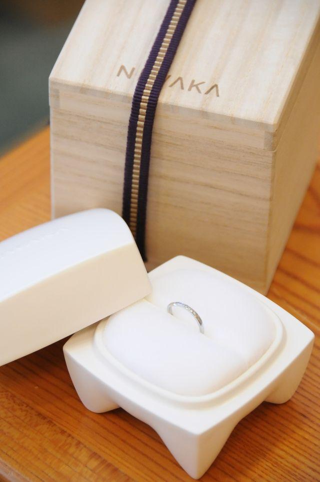結婚式当日。桐の箱と結婚指輪。