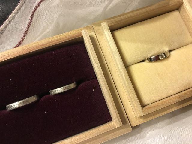 結婚指輪と婚約指輪です。
