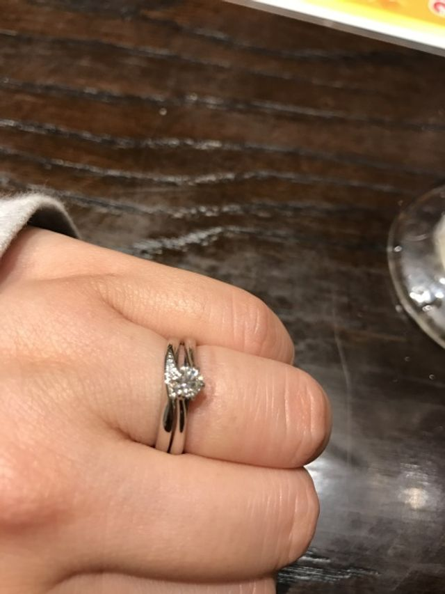 婚約指輪との重ねづけ