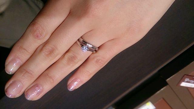 結婚指輪とつけたところ