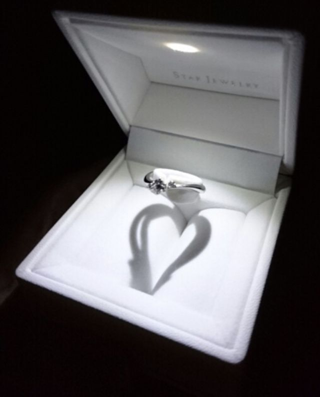 一粒ダイヤのシンプルなデザインです。