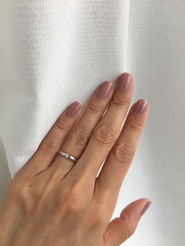 プラチナで一粒ダイヤというシンプルな優しい感じの指輪