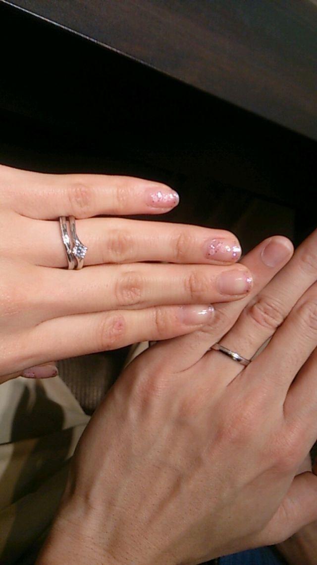 夫婦で結婚指輪を付けたところ