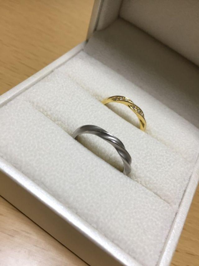 私(男性)の指輪はプラチナにくすみ加工をしていただきました。