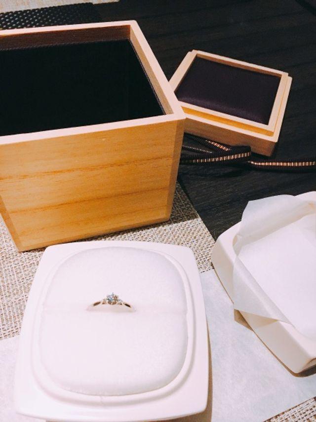 桐箱に陶器のリングケース(歯)