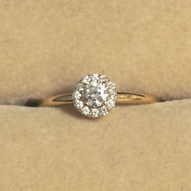 婚約指輪のケースに入っている状態