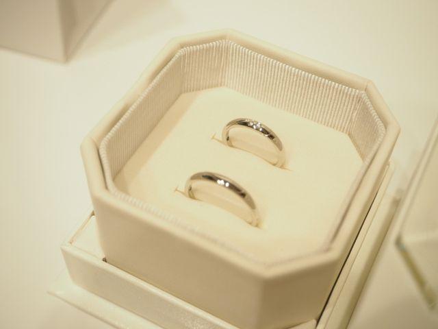 女性用にはダイヤが埋め込まれててとても綺麗な仕上がりです。
