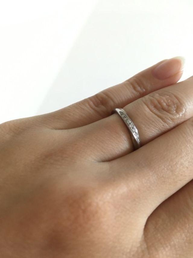 わたしの少し太くでごつっとした指にも馴染んでいて嬉しいです。