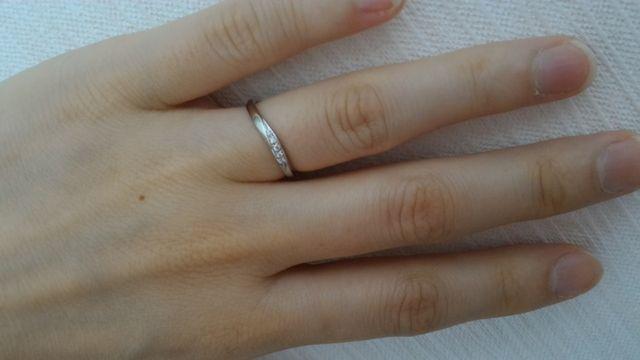S字の結婚指輪。