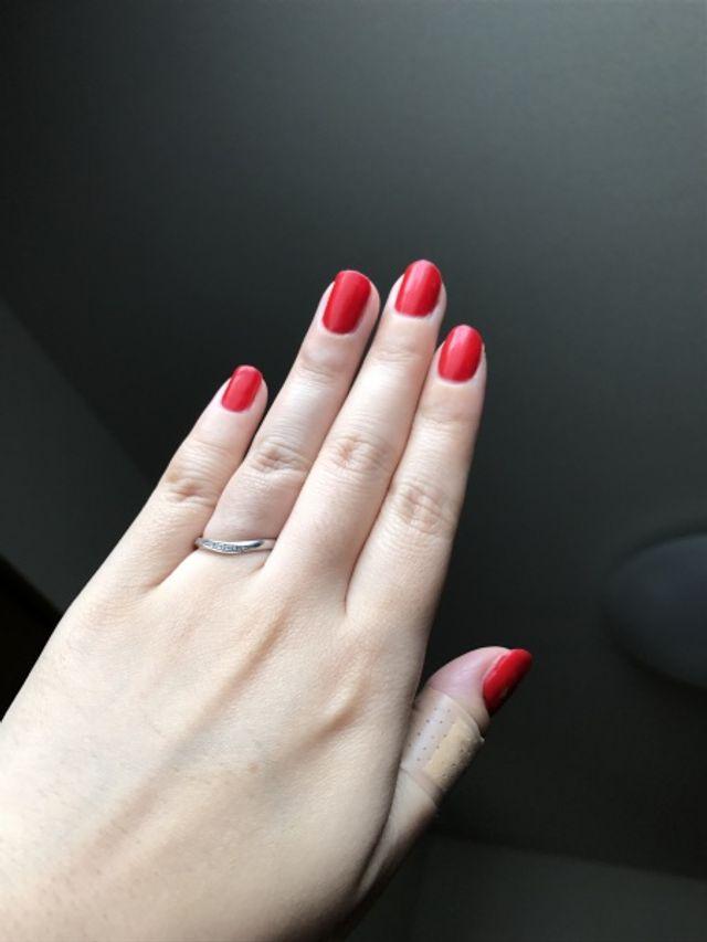 ゆるくカーブしてるので指の付け根まで装着できます。