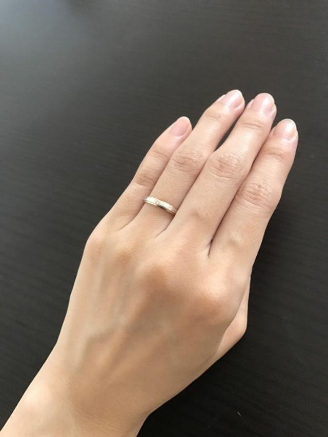 結婚指輪です。一年半経ちますが、まだ綺麗です。
