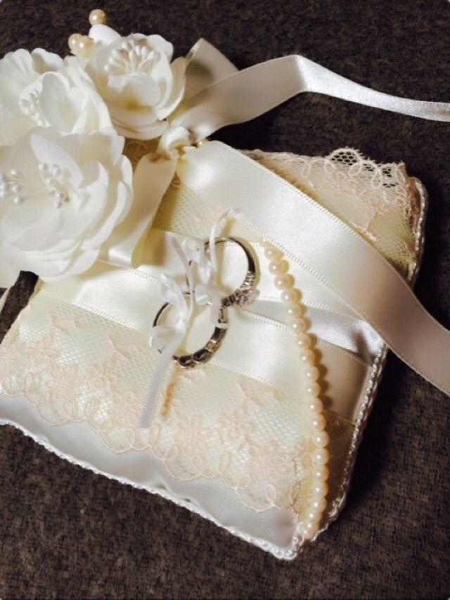 左が結婚指輪、右が婚約指輪です。