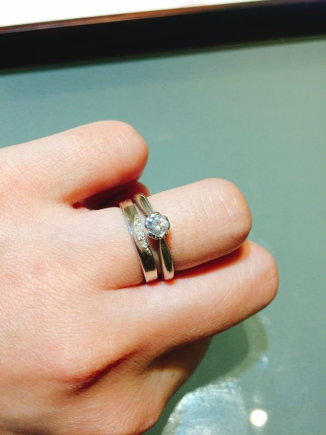 結婚指輪との重ねづけを意識して