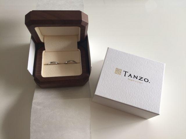 結婚指輪。おしゃれな箱に入っています。