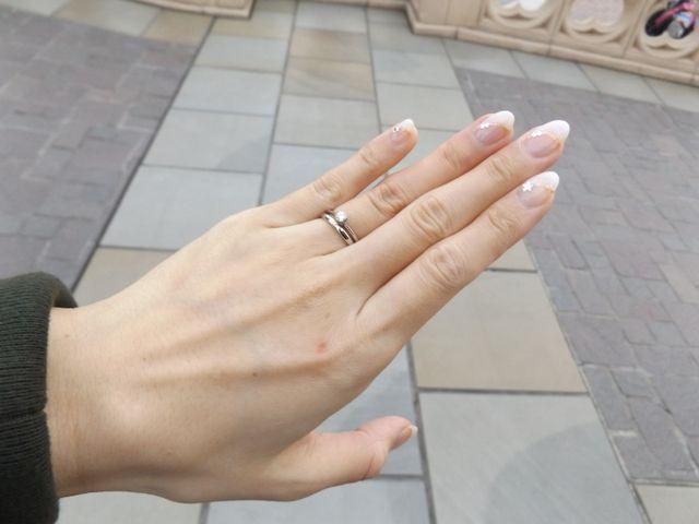 婚約指輪と重ねづけしています