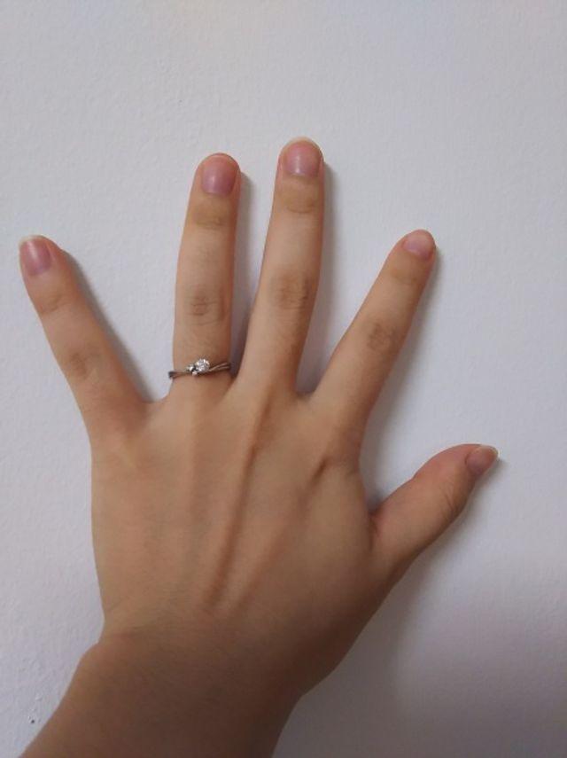 指にはめた際の写真です。