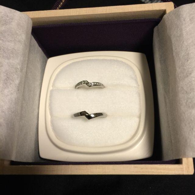 結婚指輪を受け取った時の写真です。