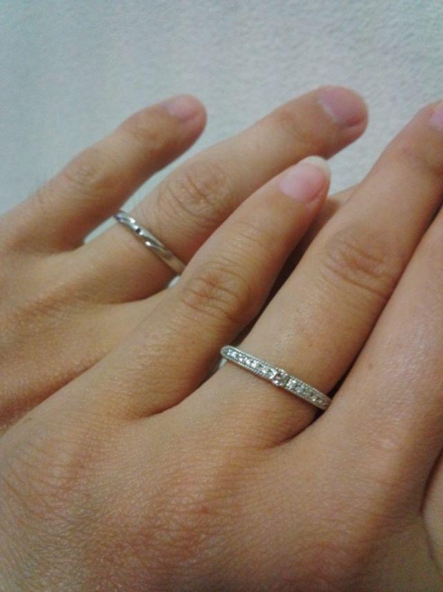 入籍した後に撮った結婚指輪です。