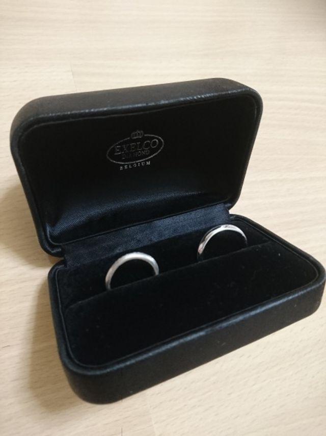 ペアの結婚指輪を二人で選びました