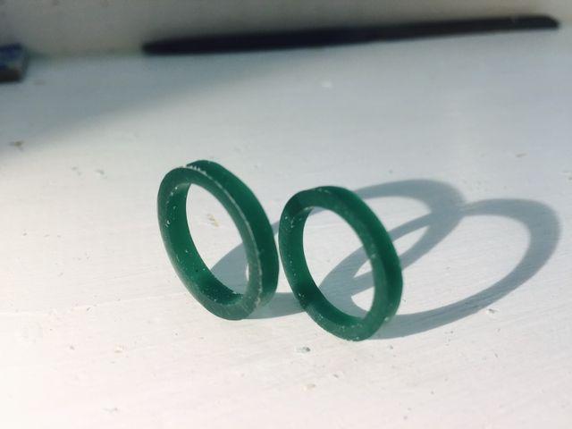 私達が筒状のろうから形成した指輪(原型)です。