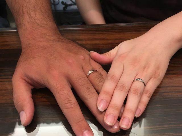 2人で指輪を着けた写真です