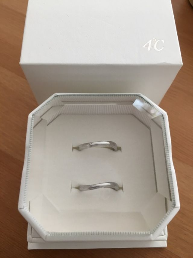 シンプルなデザインの結婚指輪です!