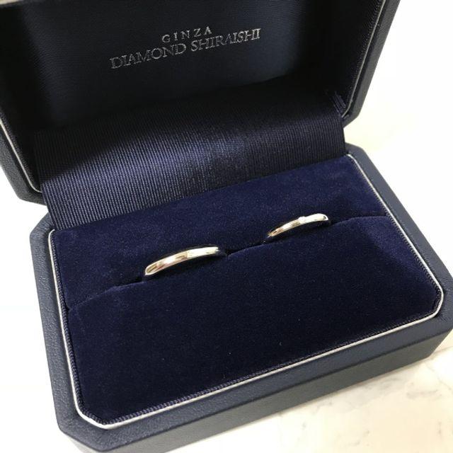 シンプルで婚約指輪などとの重ね付けもぴったりです。