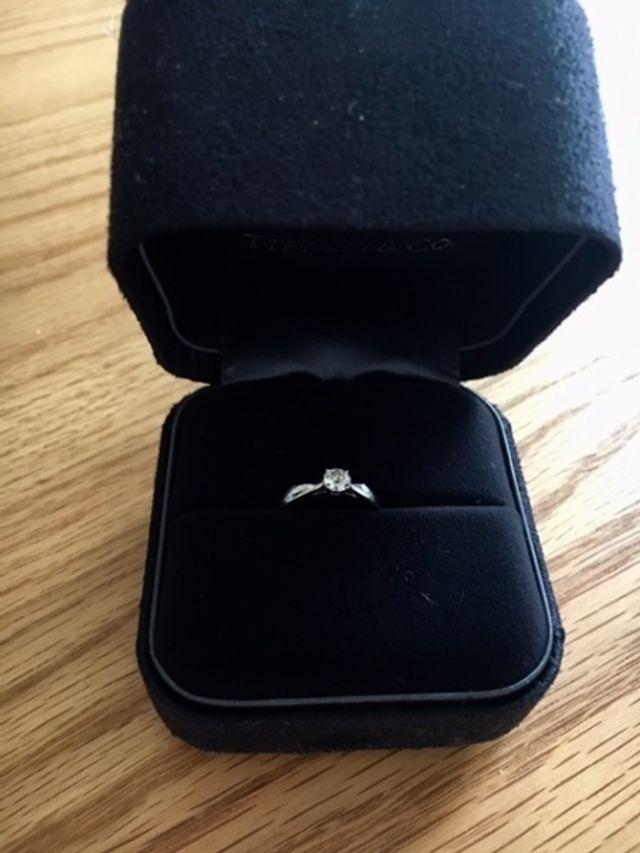 婚約指輪として購入したものです。