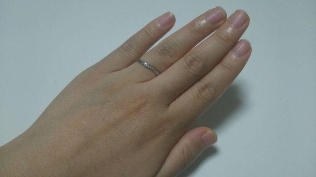 細身のタイプでさりげなくダイヤが光ります。
