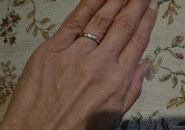 メレダイヤが5粒輝いています