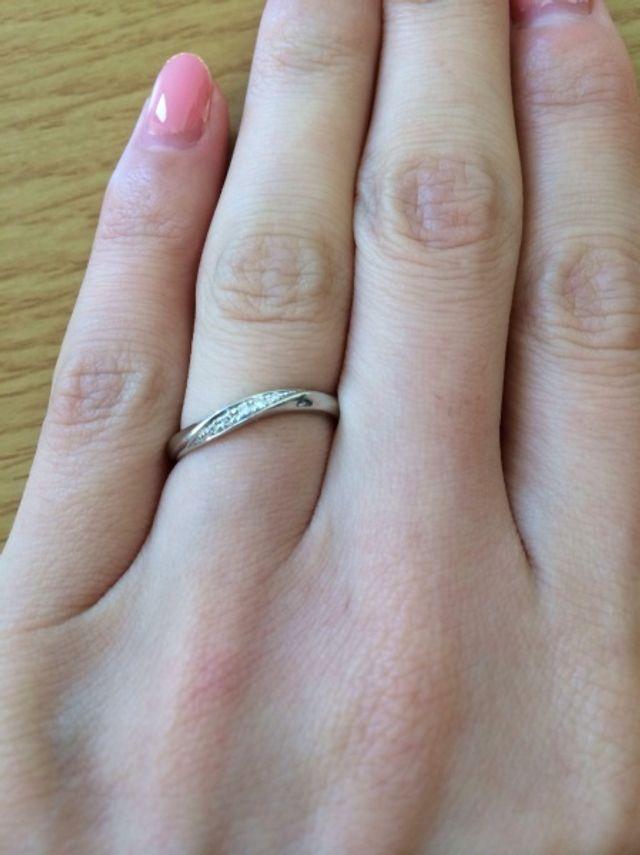 結婚指輪です。指が細く綺麗に見えるデザインです。