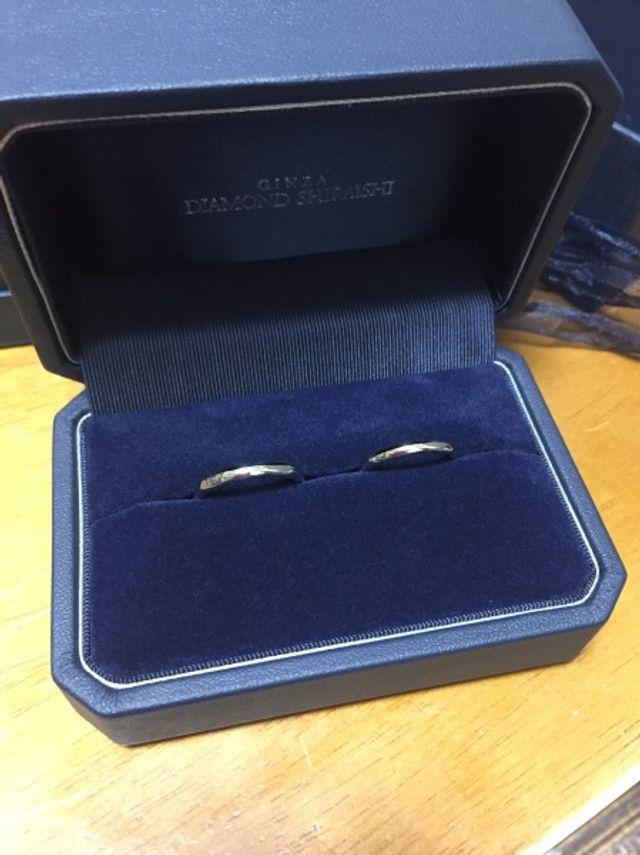 プラチナのシンプルな結婚指輪です